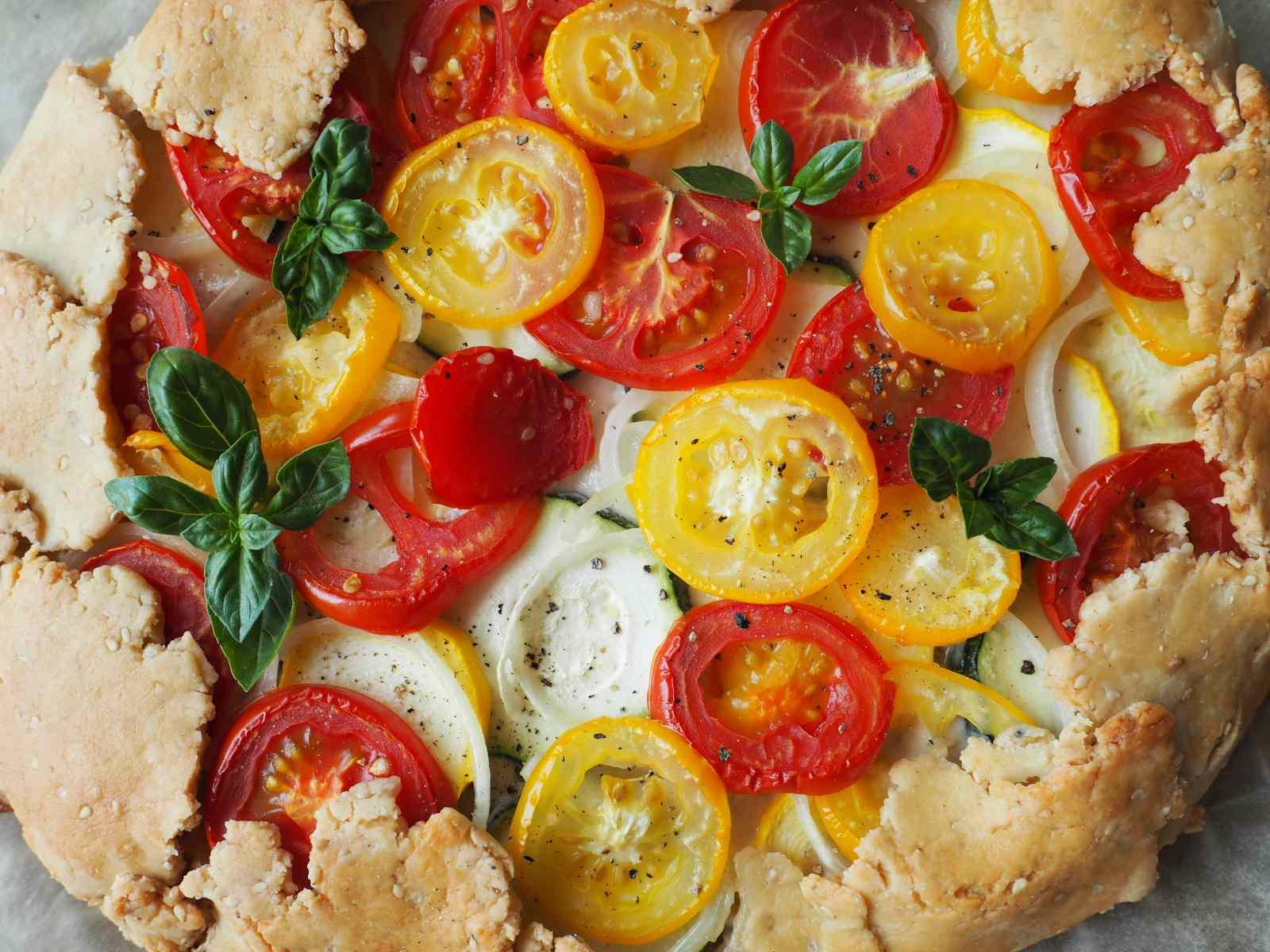 Nahaufnahme Tomaten-Zucchini-Galette