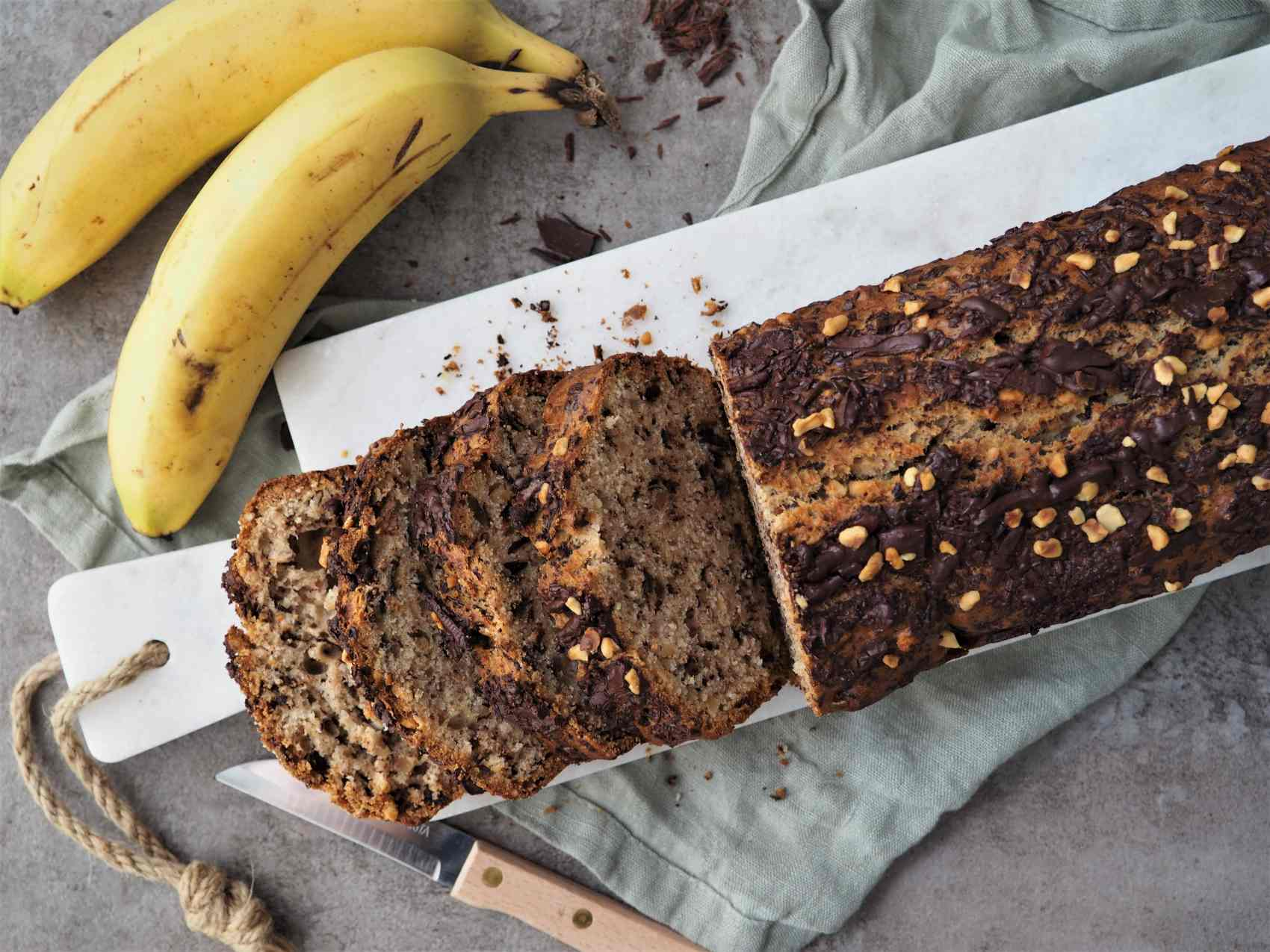 Bananenbrot mit Haselnüssen und Schokolade