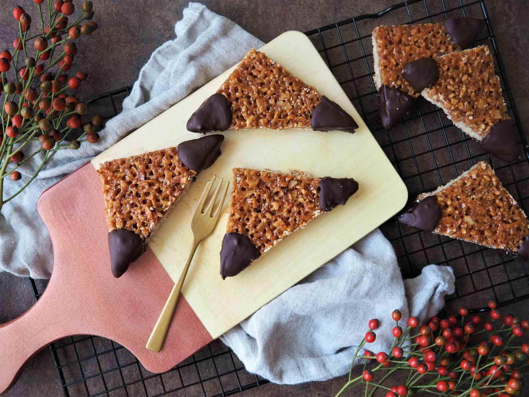 Vegane Nussecken – nussig, fruchtig, schokoladig