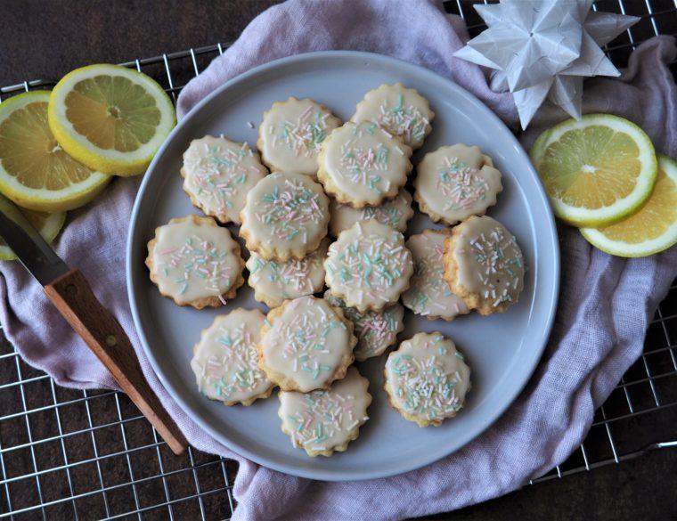 Vegane Zitronenplätzchen mit bunten Streuseln – ganz schnell gezaubert