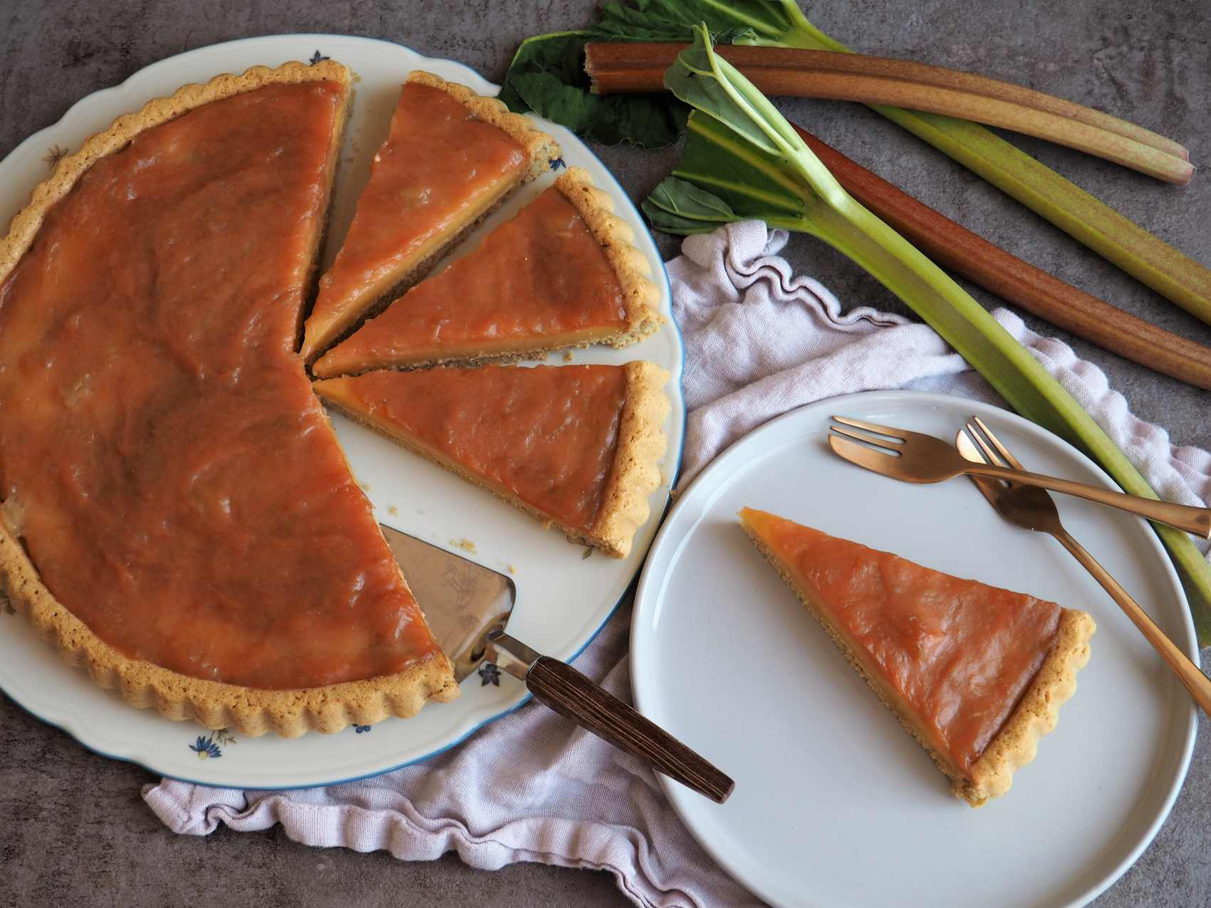 Veganer Rhabarberkuchen mit Pudding