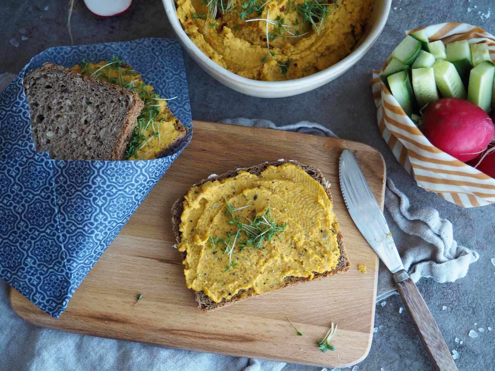 Möhren-Hummus mit Kresse