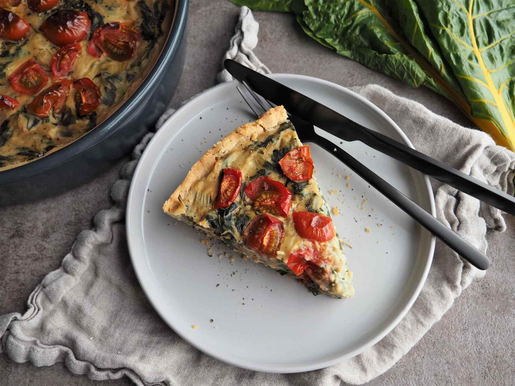 Vegane Mangold-Quiche mit Tomaten